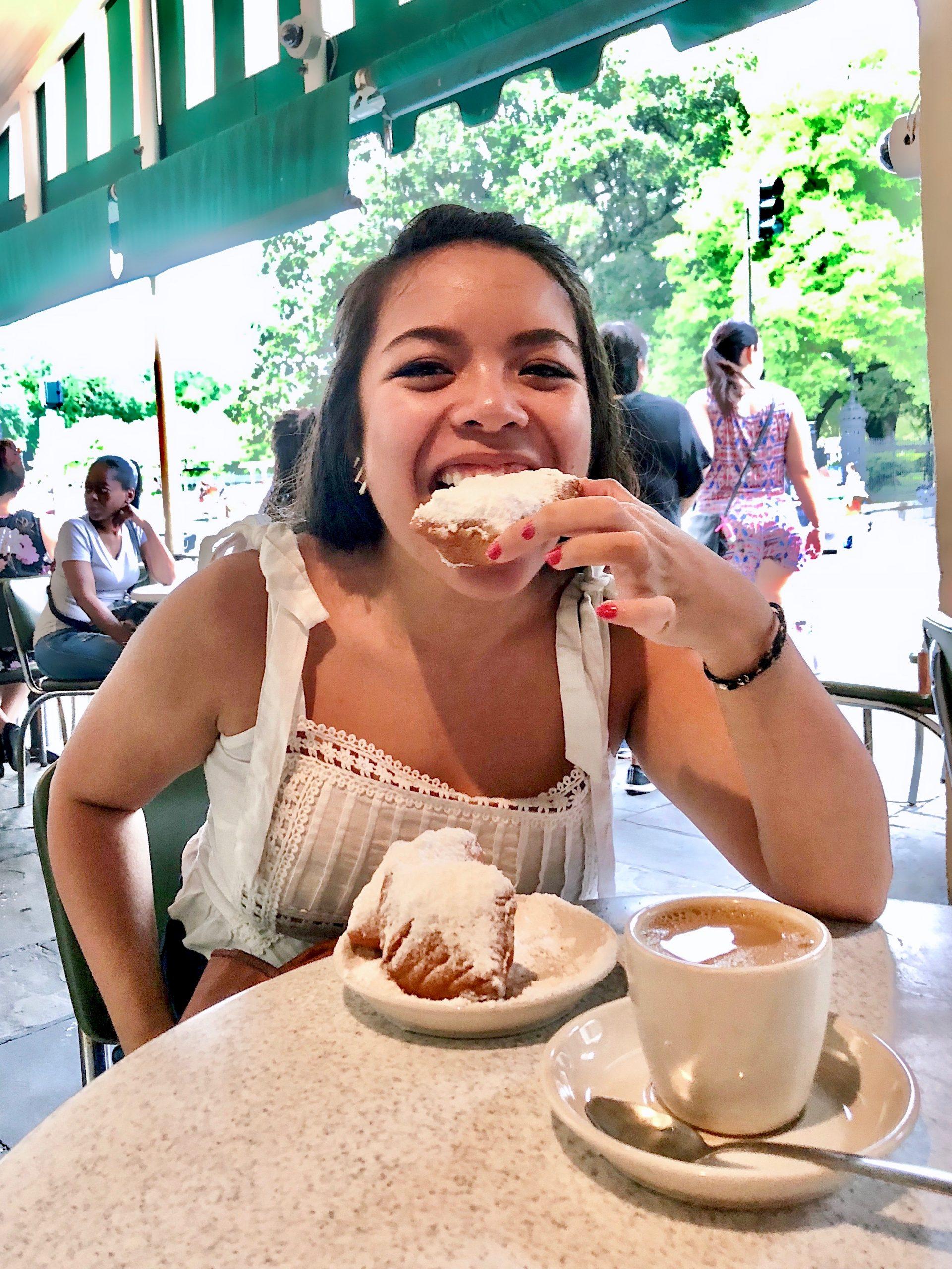 eating beignets at cafe du monde